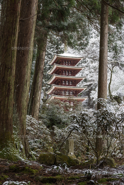 雪化粧室生寺