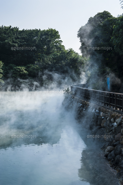 Steaming water in the Di-re valley, Beitou hot spring resort, Taipeh, Taiwan, Asia 20062096264| 写真素材・ストックフォト・画像・イラスト素材|アマナイメージズ