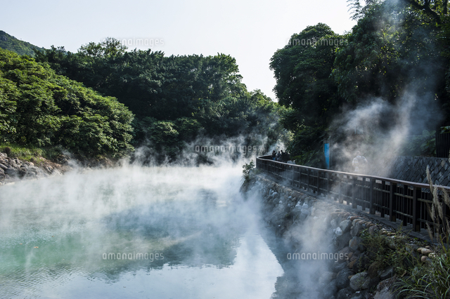 Steaming water in the Di-re valley, Beitou hot spring resort, Taipeh, Taiwan, Asia 20062096265| 写真素材・ストックフォト・画像・イラスト素材|アマナイメージズ