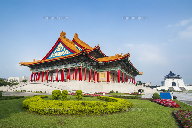 National concert hall on the grounds of the Chiang Kai-Shek memorial hall, Taipeh, Taiwan 20062096275| 写真素材・ストックフォト・画像・イラスト素材|アマナイメージズ
