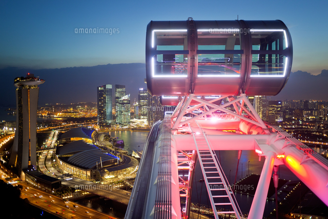 Singapore, Elevated view over the City Centre and Marina Bay from the Singapore Flyer, the largest Ferris wheel in the world 20088073186| 写真素材・ストックフォト・画像・イラスト素材|アマナイメージズ