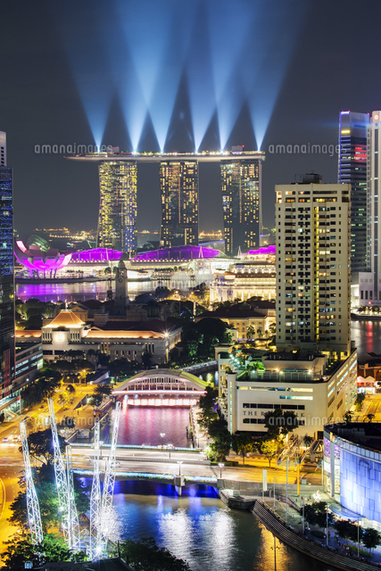 Singapore, Elevated view over the Entertainment district of Clarke Quay, the Singapore river and City Skyline 20088073189| 写真素材・ストックフォト・画像・イラスト素材|アマナイメージズ