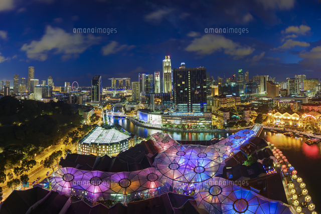 Singapore, Elevated view over the Entertainment district of Clarke Quay, the Singapore river and City Skyline 20088073202| 写真素材・ストックフォト・画像・イラスト素材|アマナイメージズ