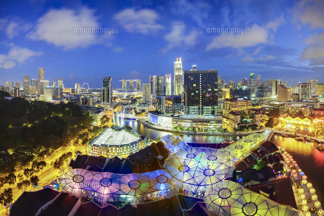 South East Asia, Singapore, Elevated view over the Entertainment district of Clarke Quay, the Singapore river and City Skyline 20088073234| 写真素材・ストックフォト・画像・イラスト素材|アマナイメージズ
