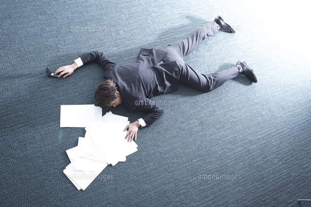 で 倒れる 過労