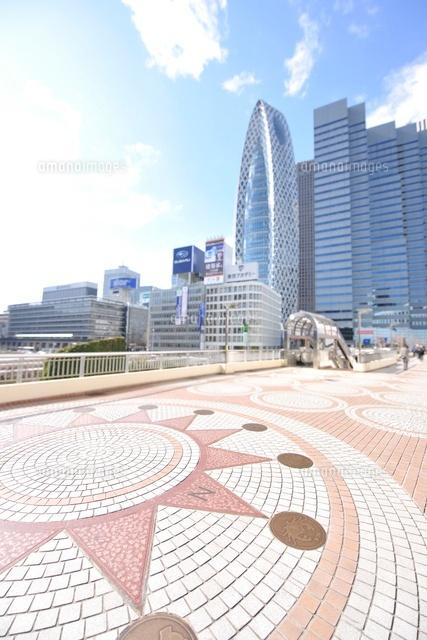歩道橋 新宿 1月6日、午後0時15分頃に東京都新宿区西新宿のJR新宿駅南口の歩道橋で、30代男性が首つり自殺しました。直前まで一緒に飲んでいた友人に「これから死ぬ」と話していたのにもかかわらずなぜ友人は見殺しにしてしまったのでしょうか?