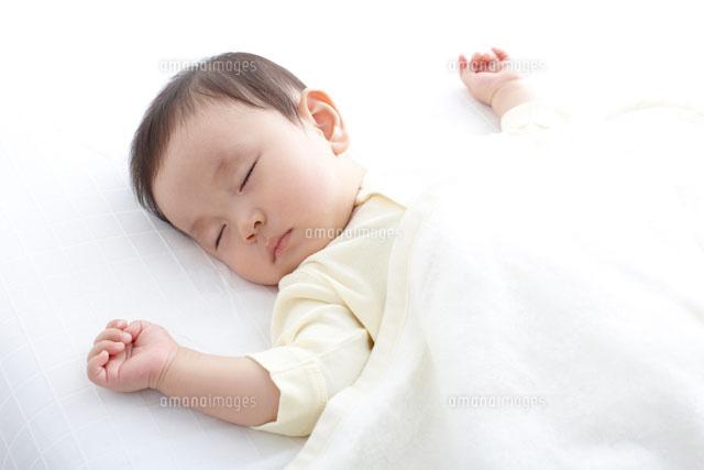 寝ている赤ちゃん の写真素材 イラスト素材 アマナイメージズ