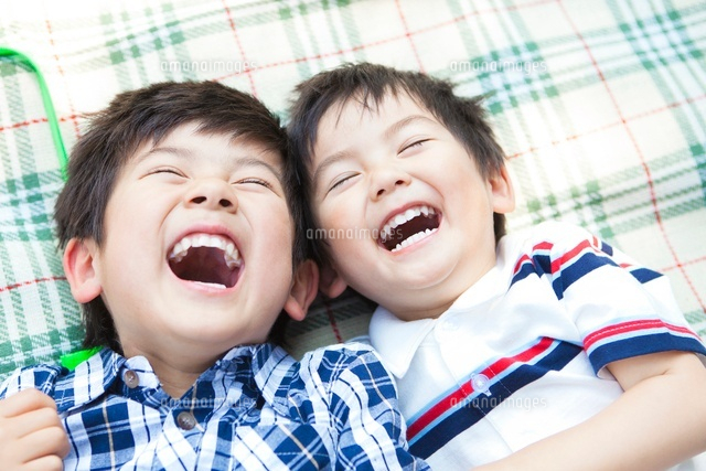 笑顔の日本人兄弟[10272003213]の写真素材・イラスト素材|アマナイメージズ