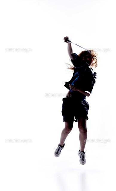 バトミントンをする女性のシルエット の写真素材 イラスト素材 アマナイメージズ