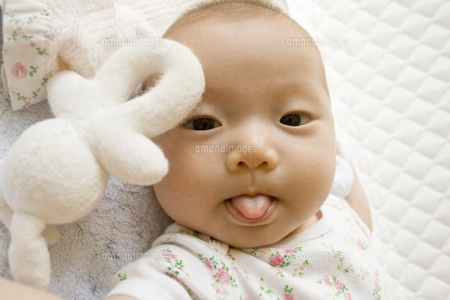 赤ちゃん 舌 を 出す 自閉症の赤ちゃんの症状は?いつわかるの?新生児でも特徴がある?