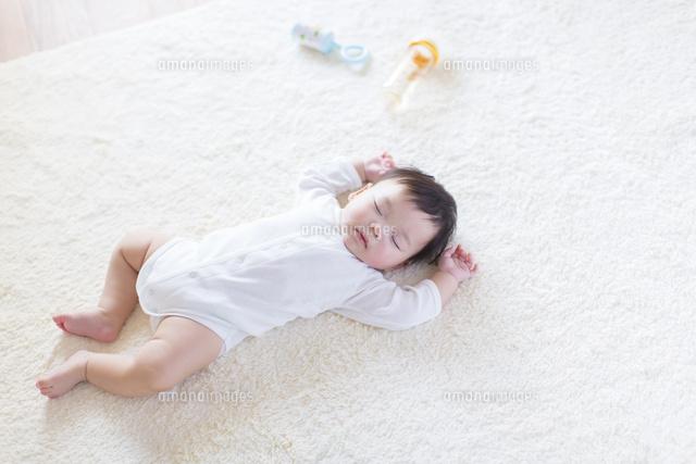 眠る日本人の赤ちゃん の写真素材 イラスト素材 アマナイメージズ