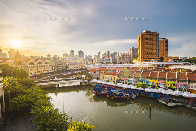 Singapore, Republic of Singapore, Southeast Asia. High angle view over Clarke Quay at sunset. 11108003429| 写真素材・ストックフォト・画像・イラスト素材|アマナイメージズ