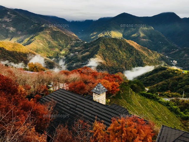 Scenic View Of Mountains Against Sky During Autumn 11115148707| 写真素材・ストックフォト・画像・イラスト素材|アマナイメージズ