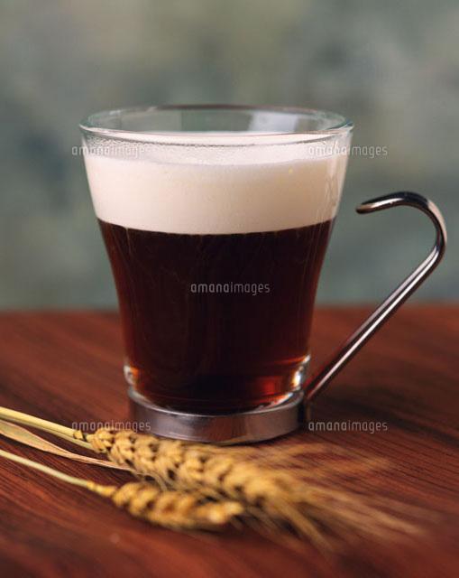 コーヒー アイ リッシュ アイリッシュウイスキーを使わないと、アイッリッシュコーヒーにならないよ、と無粋なツッコミを入れてみる。