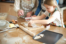 Cropped shot of senior woman and granddaughters cutting Christmas tree cookies at kitchen counter 11015305960| 写真素材・ストックフォト・画像・イラスト素材|アマナイメージズ