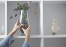 Cropped image of woman putting vase with Christmas decoration in shelf 11100051072| 写真素材・ストックフォト・画像・イラスト素材|アマナイメージズ
