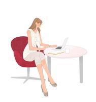 オフィスのテーブルでノートパソコンに向かう女の子 10402000297  写真素材・ストックフォト・画像・イラスト素材 アマナイメージズ