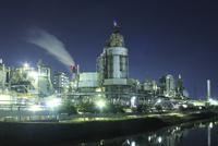 東区周辺の工場地帯の夜景 10467002137| 写真素材・ストックフォト・画像・イラスト素材|アマナイメージズ
