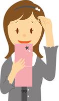 手鏡で髪型をチェックする高校生女子 11002066566| 写真素材・ストックフォト・画像・イラスト素材|アマナイメージズ