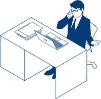 デスクで電話をするビジネスマン 60009000186  写真素材・ストックフォト・画像・イラスト素材 アマナイメージズ
