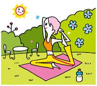 庭でヨガをする女性 02419000096| 写真素材・ストックフォト・画像・イラスト素材|アマナイメージズ