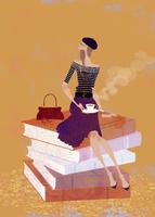 大きな本の上に座り、コーヒーを楽しむ女性 02674000027| 写真素材・ストックフォト・画像・イラスト素材|アマナイメージズ