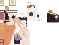 ベッドルームのベッドに座り本を読む女性 02674000066| 写真素材・ストックフォト・画像・イラスト素材|アマナイメージズ