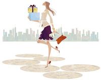 街で沢山荷物を抱え買い物する嬉しそうな女性 02674000068| 写真素材・ストックフォト・画像・イラスト素材|アマナイメージズ