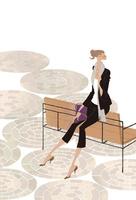 街のベンチの背に座り待ち合わせをする女性 02674000072| 写真素材・ストックフォト・画像・イラスト素材|アマナイメージズ
