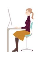 オフィスでパソコン仕事をする女性 02697000014  写真素材・ストックフォト・画像・イラスト素材 アマナイメージズ