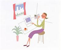 パソコンをさわる女性 20037001349  写真素材・ストックフォト・画像・イラスト素材 アマナイメージズ