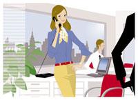 オフィスで電話をする女性 20037001813  写真素材・ストックフォト・画像・イラスト素材 アマナイメージズ