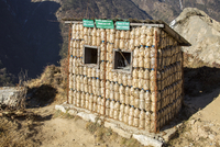 Namche Bazaar, Nepal. A recycling hut, made out of plastic bottles. 20088108605| 写真素材・ストックフォト・画像・イラスト素材|アマナイメージズ